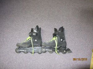 2 Pairs of rollerblades and accesories