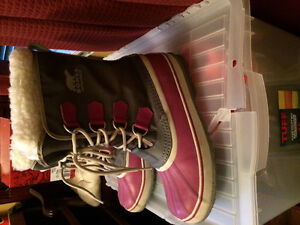 Womens Sorel Boots (Size 9, purple)
