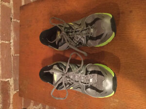 Avia men's running shoes size 11