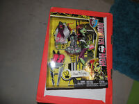 NEW monster high doll in original package, NEW price