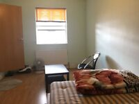 SINGLE ROOM TO LET / 450 POUNDS / LEYTON STATION, ONLY MUSLIM TENANAT PLEASE HOUSE BOX DOUBLE ROOM