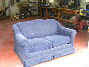 Love seat/ hid-a-bed