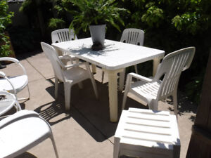 WHITE PATIO TABLE 4 CHAIRS 2 SIDE STOOLS