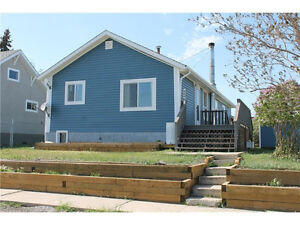 Newly Renovated, 3+3 Bed / 2 Bath Bungalow 45 mins from Calgary