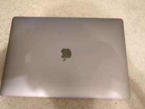 Macbook pro 15 2016 512gb model 2.7 Radeon 455