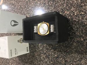 Nixon Timeteller Watch Silver and Gold like new