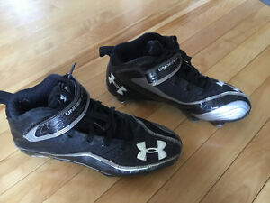 Under Armour football cleats size 8.5 - souliers de football