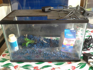 2 fish aquariums 1 $25  1 $30