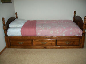 Single size Bedroom Set 5-Pieces  - Clean and in good condition