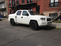 2007  white Honda Ridgeline Low km / no rust 4X4 !