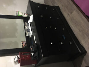 6 drawer dresser with mirror and 2 narrow hidden drawers.