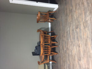 Solid oak table and chairs for 6 persons