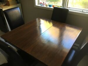 Dining Table 42x42  29 1/2 in high solid wood great condition