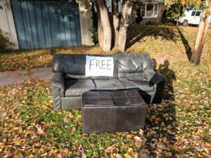 Free black leather couch/pull out bed
