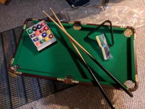 Mint condition mini pool table for sale!