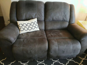 Reclining loveseat sofa / couch