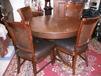 ANTIQUE ROUND SOLID OAK DINING TABLE