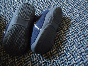 Boys Size 9 Toddle Navy Zip Up Soled Slippers Kingston Kingston Area image 4