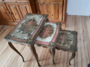 tables gigognes (nesting tables)