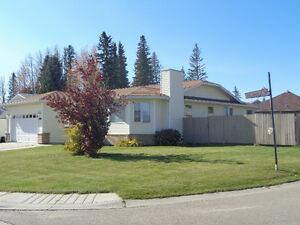Beautiful 1847 Sq.Ft. 5 Bedroom Family Home in Edson!
