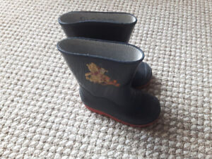 Rubber rain boots -toddler size 8