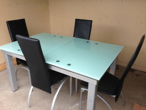 Dining table set w 4 chairs
