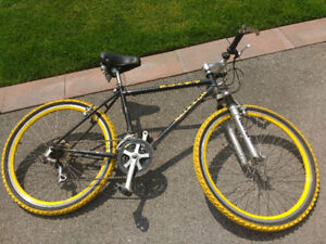 Raleigh Rocky Mountain Bike Bicycle Black and Yellow 26 inch
