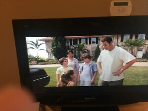 TV 32 inch PHILIPS with remote in excellent condition $220