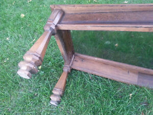 Solid wood and glass coffee table. Sturdy. Kitchener / Waterloo Kitchener Area image 4