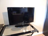 """32"""" Samsung TV (with HD quality)"""