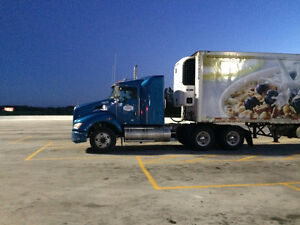 2013 kenworth day cab with small sleper good for city+short haul