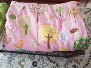 Girl's Reversible Bed Set (Twin) and Decor