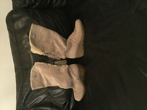 pair of Guess boots for winter or spring size 7