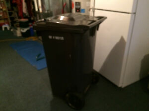 240 L 32Gal Curb Cart Charcoal color NEW Paid over 100$