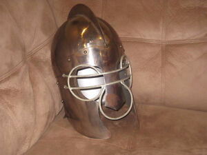 Full Size Metal Knight's Helmet (Collectable and practical) West Island Greater Montréal image 1