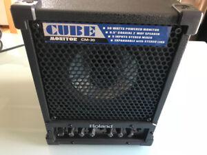 Roland CM-30: CUBE Moniteur
