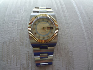 Vintage 1970's Wittnauer Date Auto Gold Dial Man's Watc
