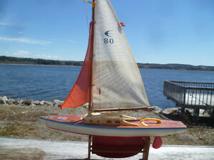 VINTAGE 1950s POND BOAT.. $50.00 FIRM.MADE IN SPAIN .