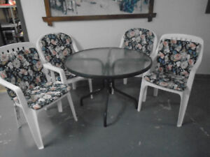 *** PATIO TABLE + 4 CHAIRS & PILLOWS***