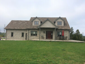 5 minutes from Bruce Power! Executive style home for rent!!