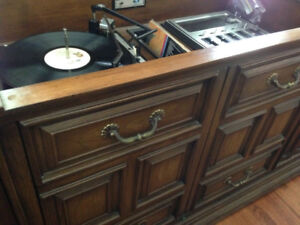 Nice vintage Record player turntable dresser