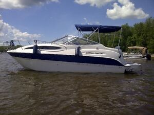 Très beau Bayliner 245 avec remorque, cruiser 28 pieds hors tout