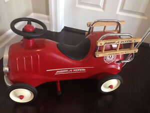 Radio Flyer Little Red Fire Engine Ride on Push car all metal  s