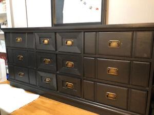 Real wood black vanity ( table / drawer )