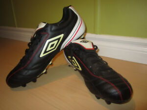 NEW Men's  Umbro  soccer / Football  Cleats size 13