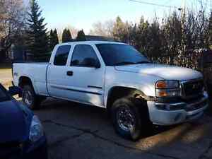2006 gmc sierra 2500 HD 4x4 (comes with topper)