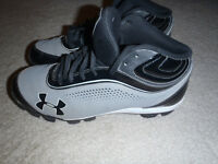 UNDER ARMOUR BASEBALL CLEATS SIZE 9 LIKE NEW