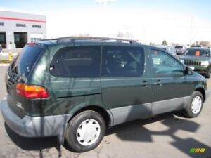 2002 TOYOTA SIENNA LE (not safetied)
