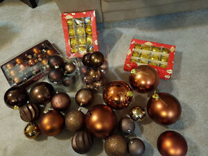 Beautiful Christmas decorations! Brown and gold! London Ontario image 2