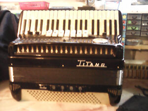 Wanted to buy: titano accordion for parts